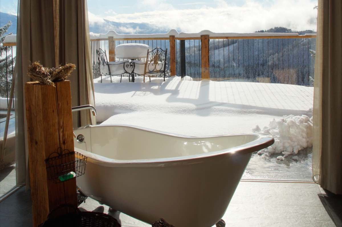 Freestanding bath - face to face with the majestic Zirbitzkogel