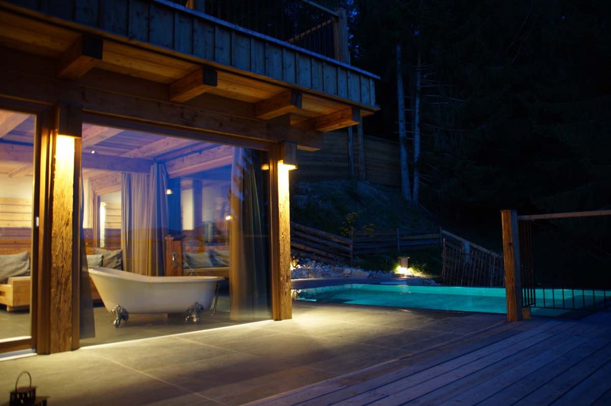 Freestanding bath - candle lights - romantic evening with your honey