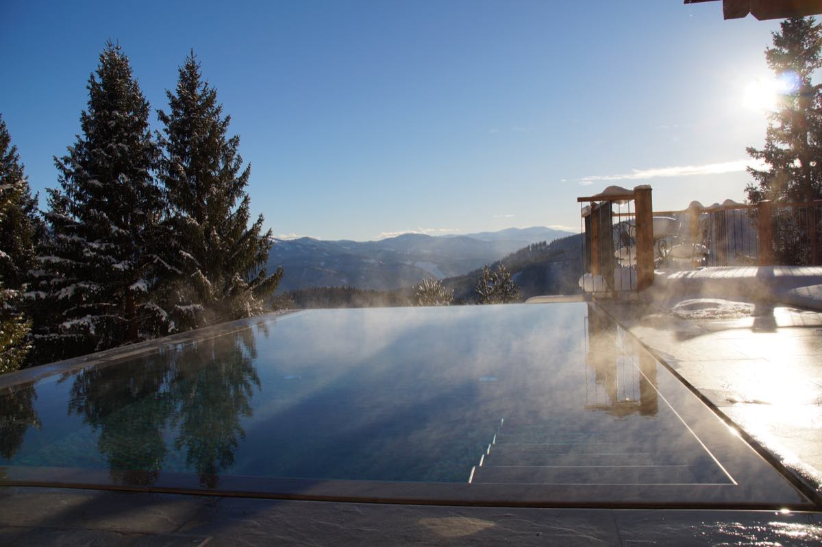 Waldhaus Winter Pool Abendsonne